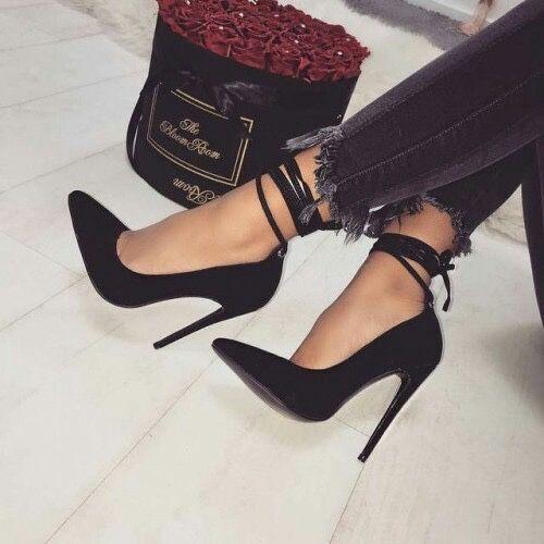 รองเท้าส้นเข็ม